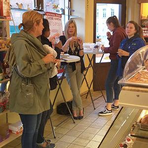L'ambiance a été conviviale. Nos clients ont apprécie l'ambiance détendue tout en savourant le crémant d'Alsace et dégustant nos petits pains garnis.
